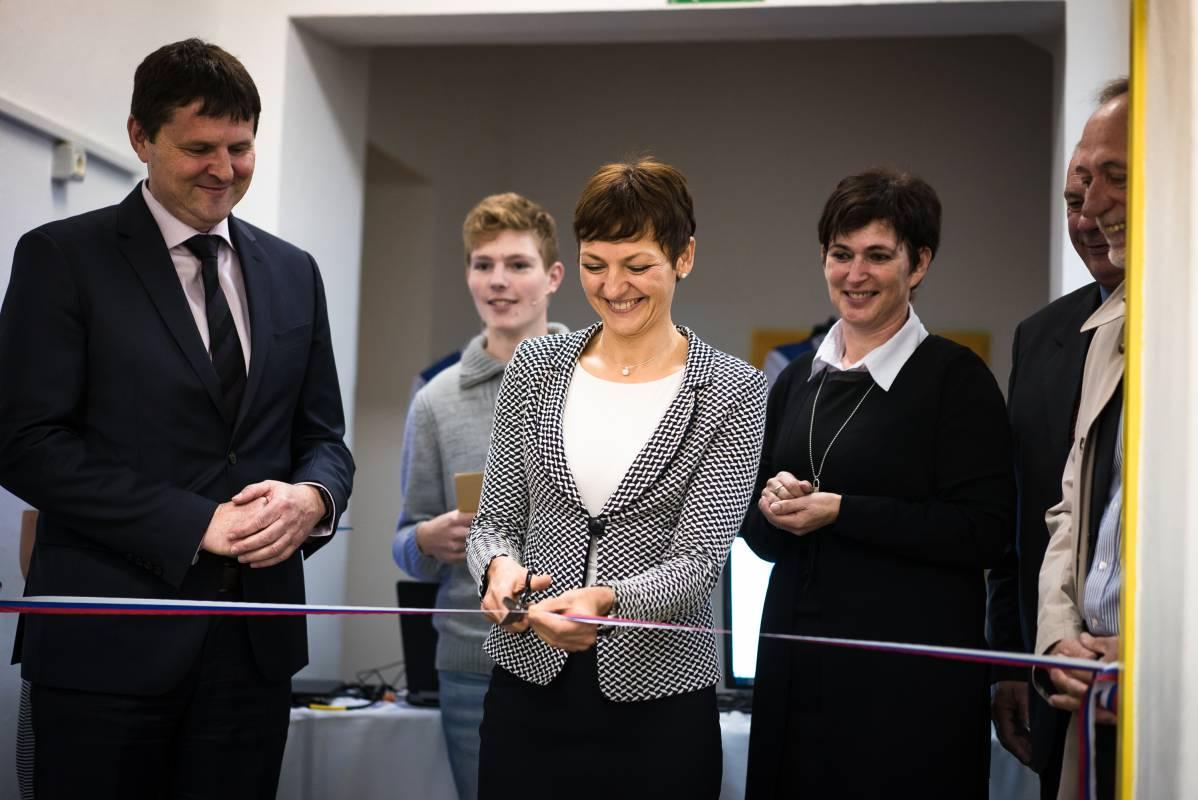 Kolektor idrijski Gimnaziji Jurija Vege doniral novo sodobno strojno delavnico