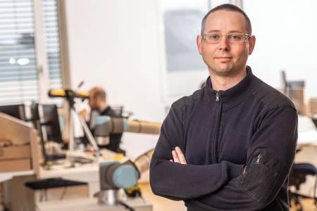 Jure, razvijalec avtonomnih industrijskih robotov