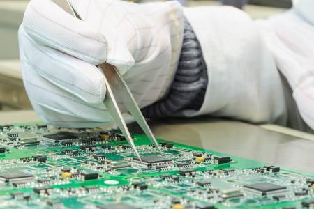 Inženir elektrotehnike za nadzor procesov v proizvodnji elektronike (m/ž)