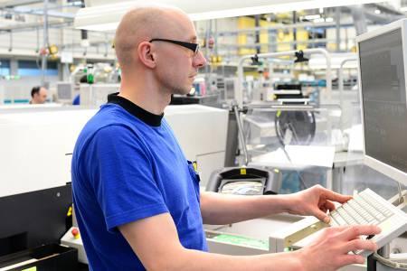 Urejevalec - operater na optičnih, merilnih in robotskih sistemih (m/ž)