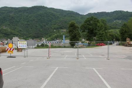 Kolektor Koling bo gradil trgovsko parkirno hišo Spar v Idriji